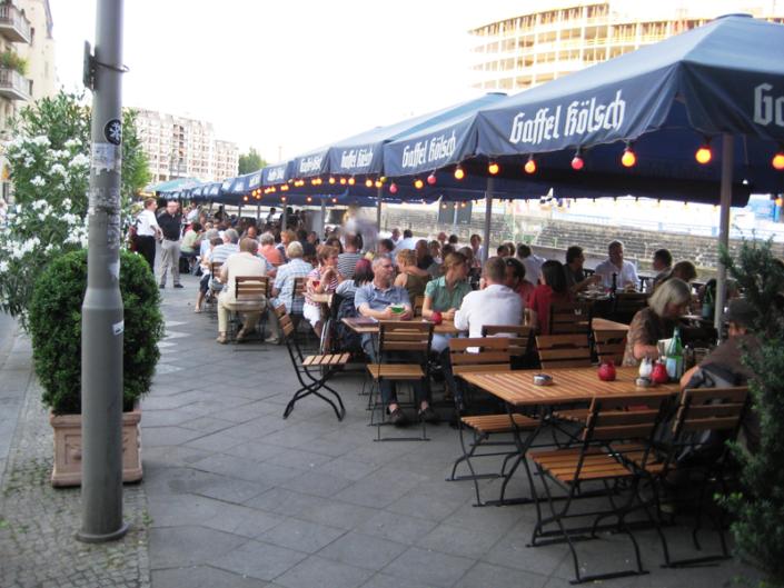 Vaporetto Restaurant mit Blick zur Spree